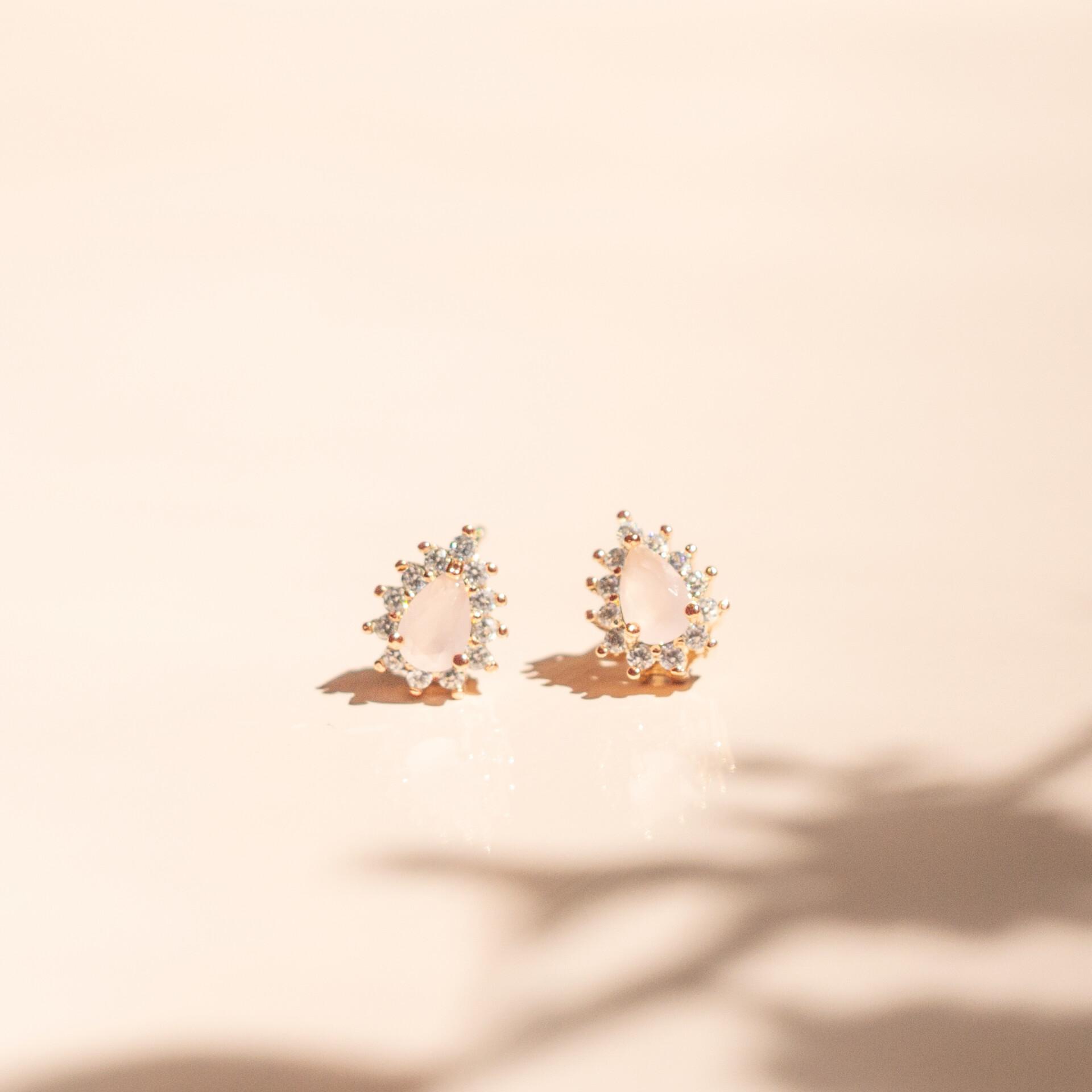 Aretes mini gota circones cuarzo rosa enchape en oro rosa